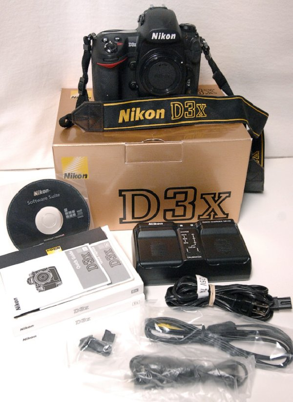 Nikon D3X DSLR features 24.5 effective megapixels,Exceptional noise control from ISO 100 to ISO 1600