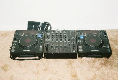 2x PIONEER CDJ-1000MK3 & 1x DJM-800 MIXER DJ PACKAGE 800euro..